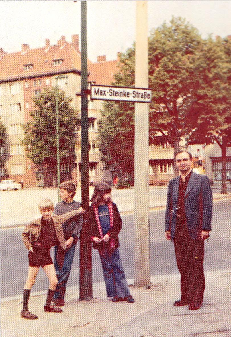 1976 - Mit Den Neffen Und Der Nichte In Der Max-Steinke-Straße Berlin Weißensee Anlässlich Der Beerdignung Der Mutter