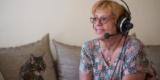 Petra Gerbert Während Der Aufnahme Mit Ihrer Katze Foto: Walter Wetzler